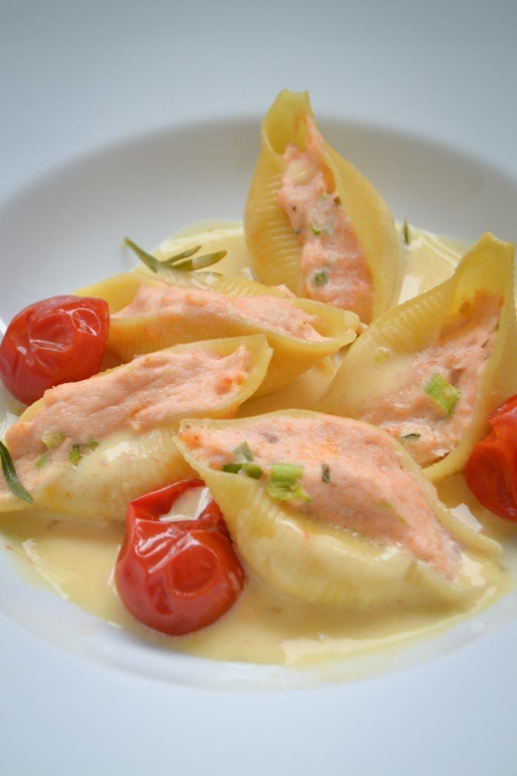 Nudeln mit Lachs gefüllte Muschelnudeln in Sahnesauce - Essen -