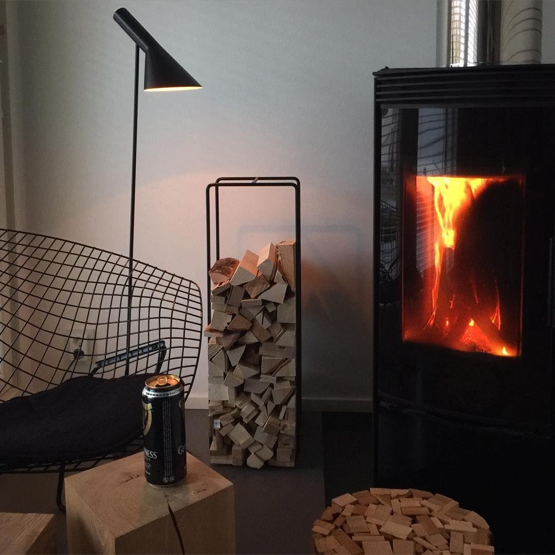 Cosy Saturday evening in designer's home. Have a great evening! - Kotoisa lauantai-ilta suunnittelijan kotona. Mukavaa iltaa! #designer #designerhome #myhome #tapioanttila #saturday #saturdayevening #lauantai #lauantaiilta #fireplace #takka #tunnelma #interior #designfurniture #nordicdesign #finnishdesign #finnishhome #mixrack #showroomfinland #palikkarahi #woodism