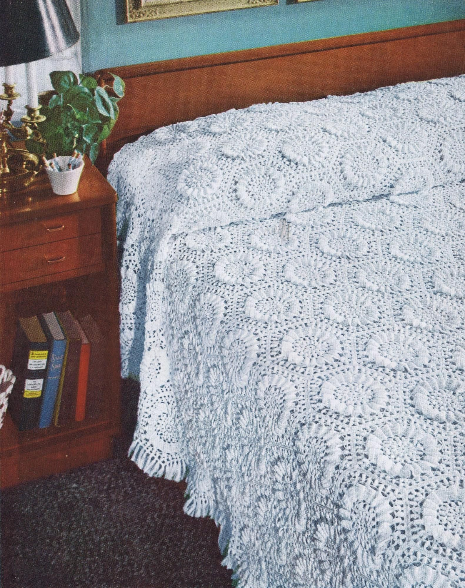 VINTAGE CROCHET KNITTING PATTERNS AMERICANA BEDSPREADS TABLECLOTHS - Images hosted at BiggerBids.com