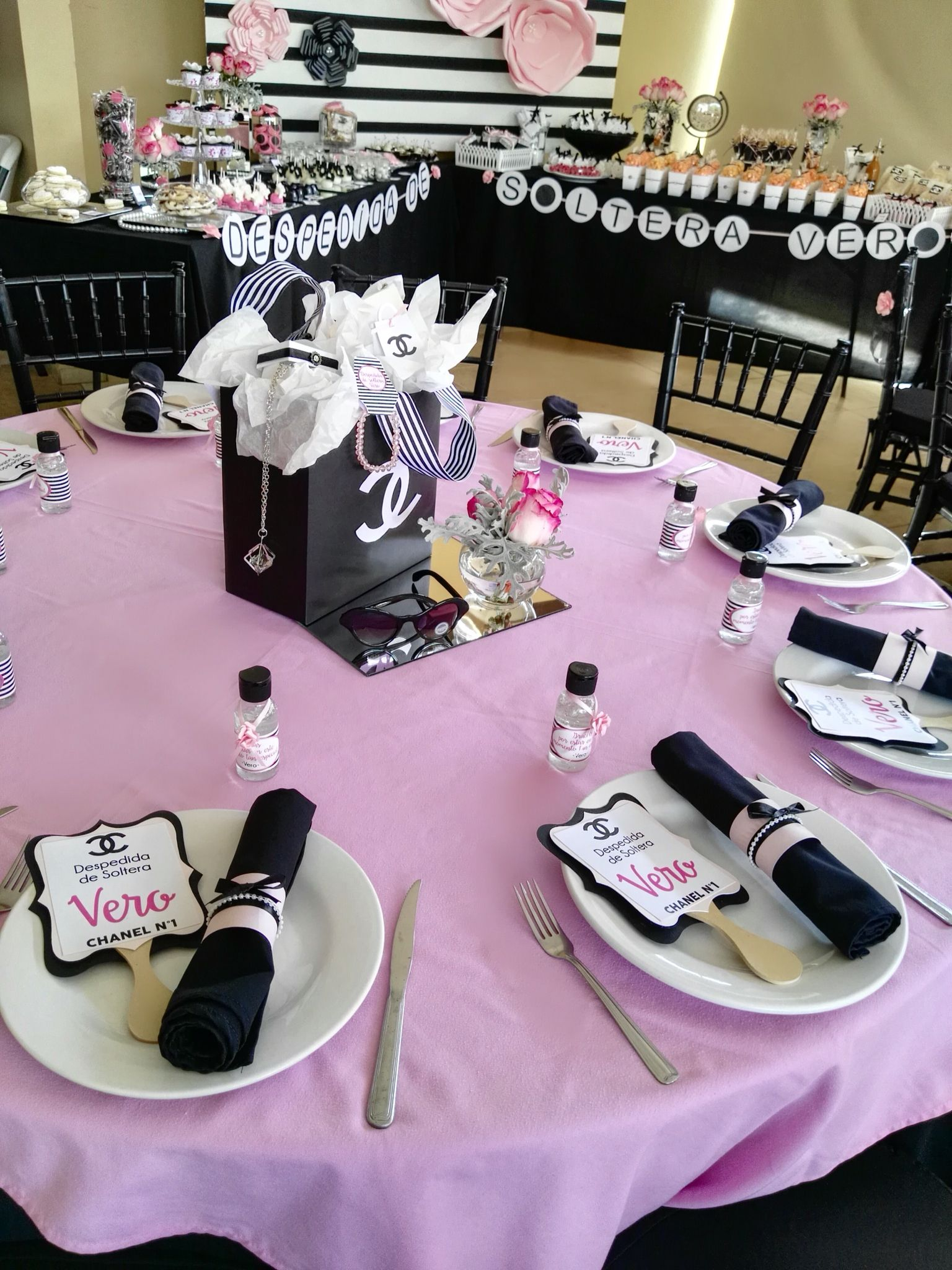 Color Negra, Chanel, Single Men, Centerpieces, White People, Black People,