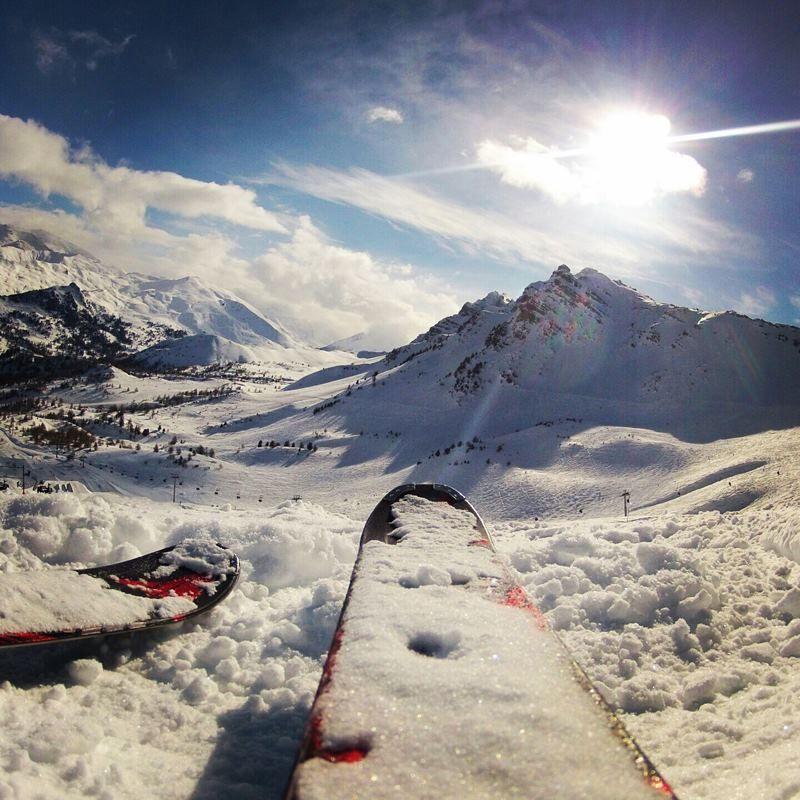 Neige et ciel bleu : bienvenue dans les Hautes-Alpes ! #Vars #Ski  #alpes #alps #ski #tourism #tourisme #tourismepaca #south #france #travel #tourismpaca #marseille #skiresort #ski #frenchalps #sun #sunnyday #soleil #montagne #mountain