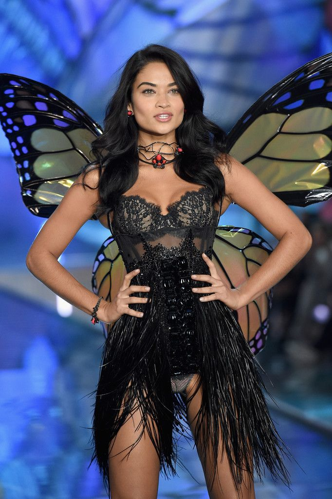 25a5de2719 Shanina Shaik hot 2015 Victoria s Secret Fashion Show stills in NYC  (Nov.10