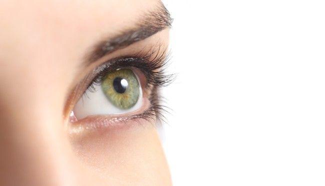 Einige Augencremes sollten gar nicht ins Gesicht gelangen