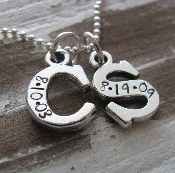 dfade61abb22 iniciales de los nombres de tus hijos en plata con la fecha de nacimiento  grabada... me encanta