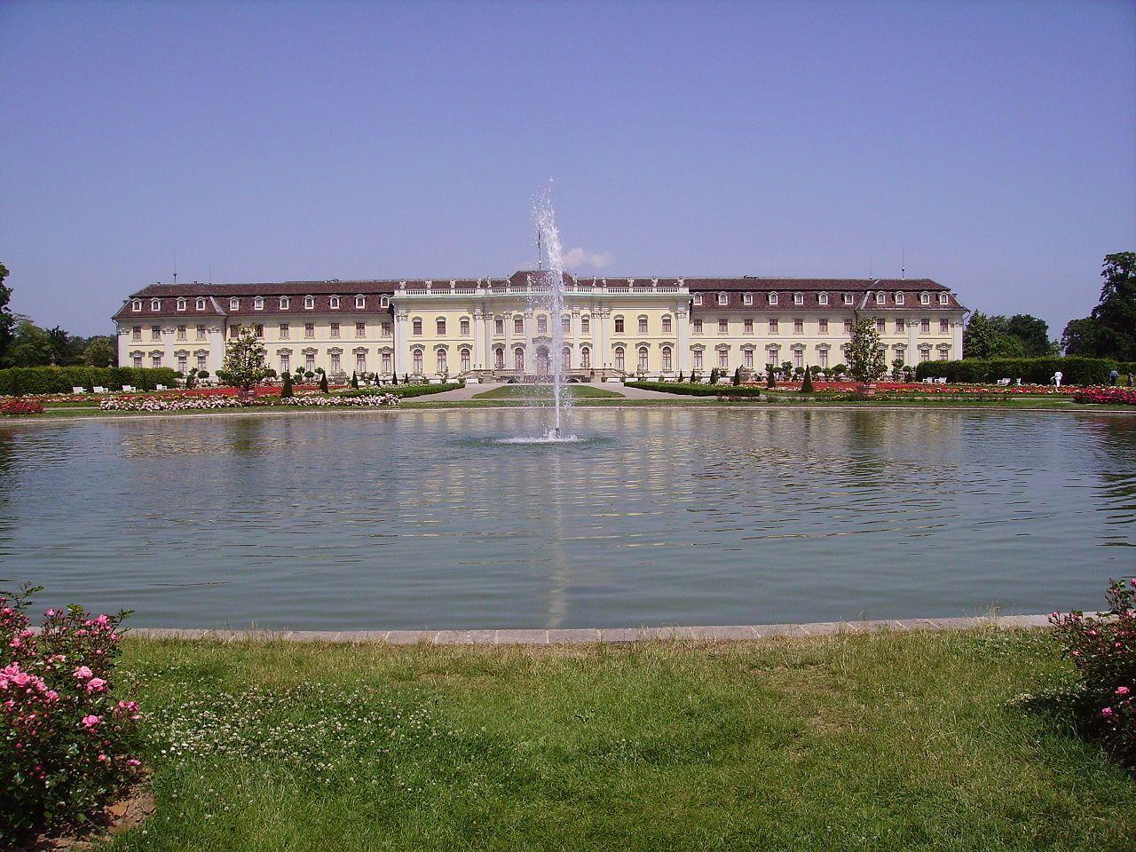 Palacio Com Fonte E Jardins Barrocos No Castelo Ludwigsburg Em Ludwigsburg Baden Wurttemberg Alemanha Fotografia Immanuel Gie Palacio Mansao Fotografia