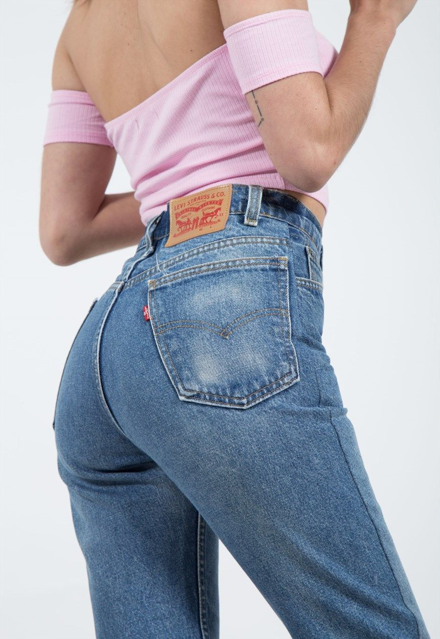 7891bc0881 Vintage 80s Reworked Levi s Mom Jeans Mid Wash   0001