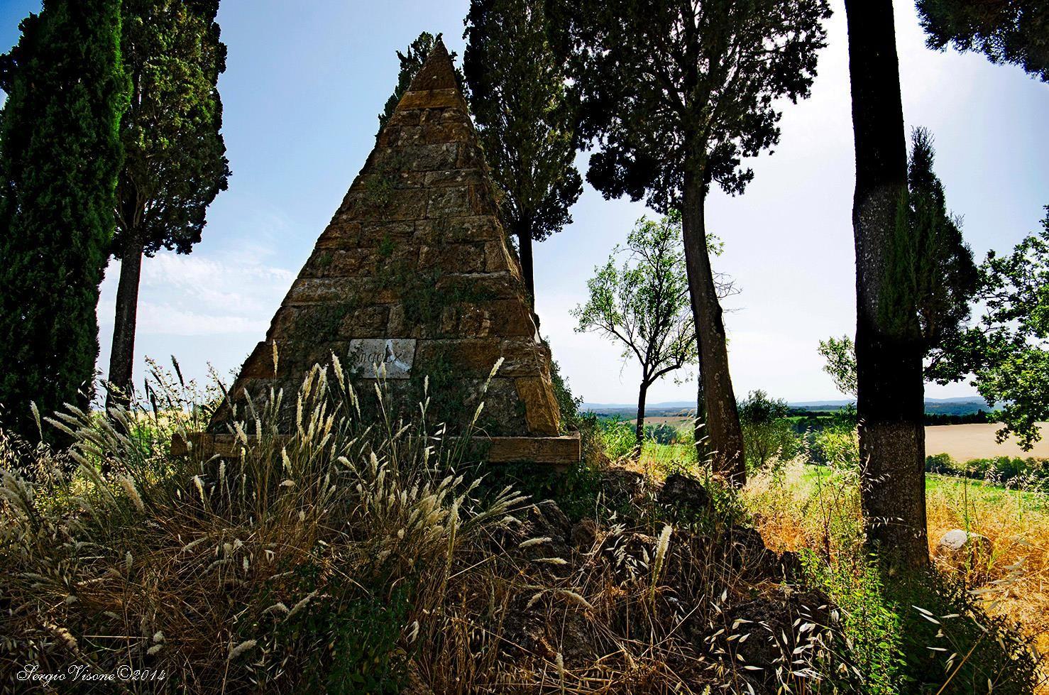 A ricordo della battaglia di Montaperti (1260) - Foto di Sergio Visone su http://sergiovisone.wix.com/sergio-visone - #Siena #Montaperti #CastelnuovoBerardenga #BattagliaDiMontaperti