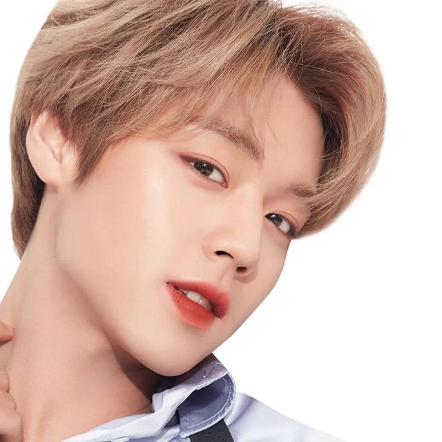 These Male K Pop Idols Aren T Afraid To Rock A Little Extra Blush Eye Shadow Or Lipstick And We Are Living For Their Looks Youngest Kpop Idol Kpop Idol Idol