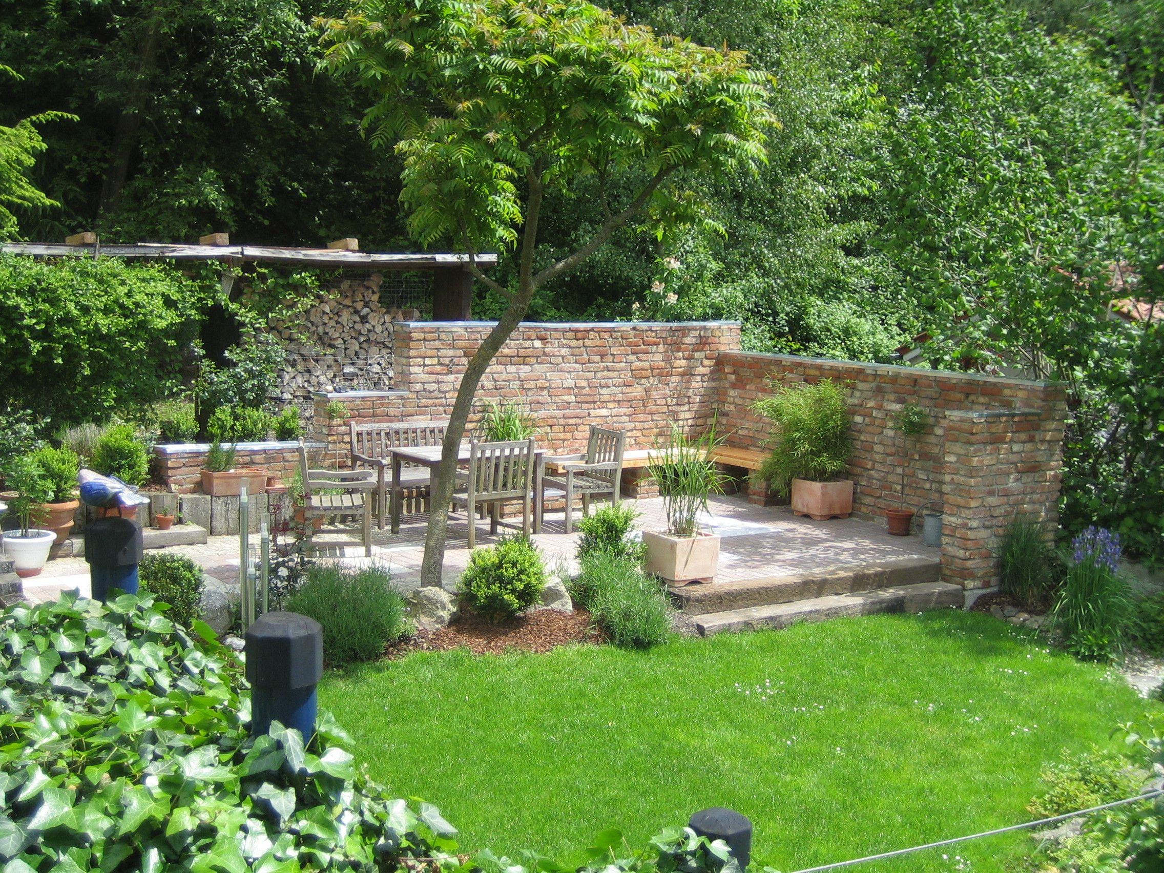 Terrassensitzplatz mit ziegelmauer gartenideen - Gartendeko aus stein ...