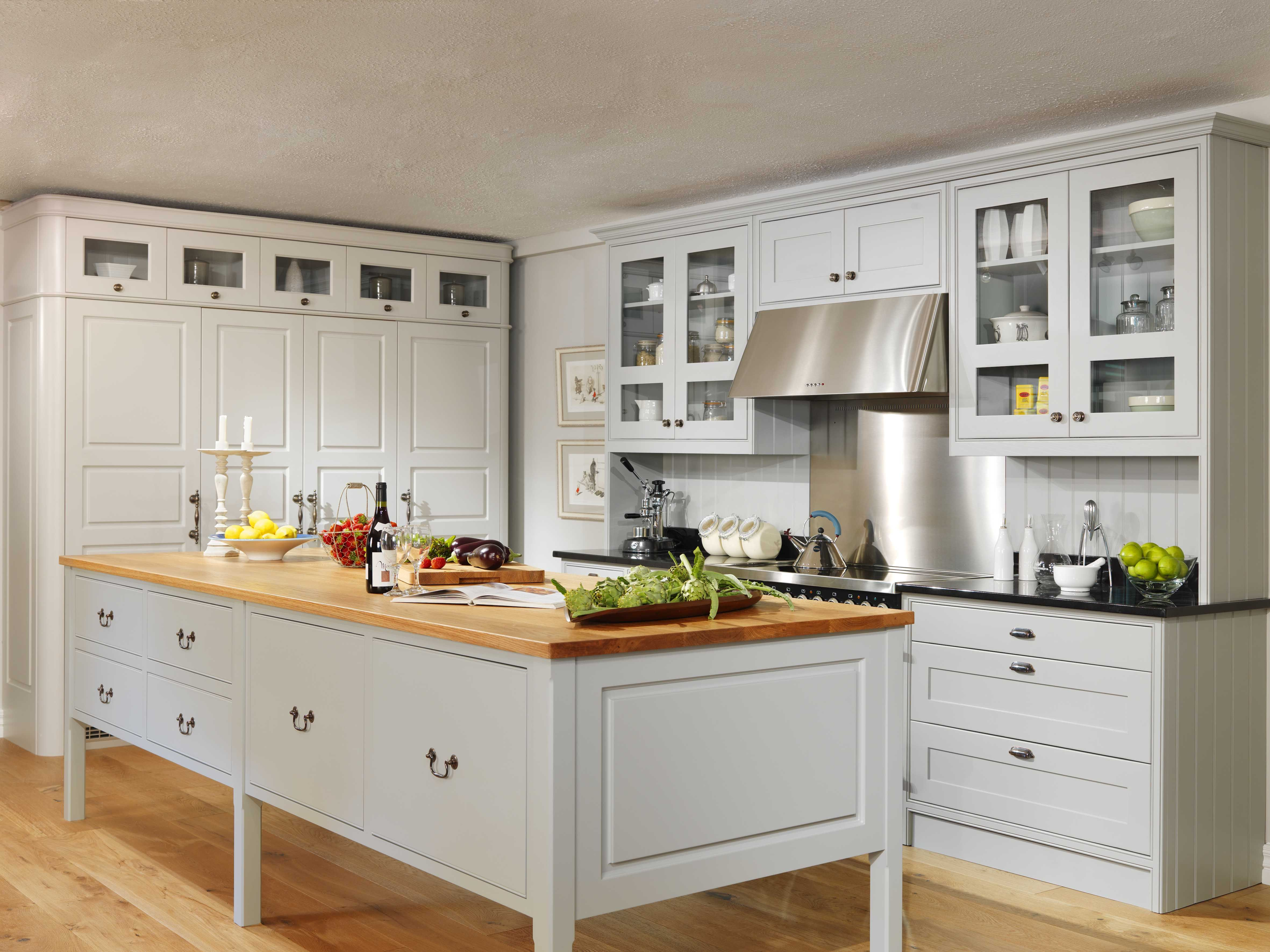 Traditional Kitchen - Traditional Kitchen Island and Oak ... on Traditional Kitchen Wall Decor  id=11307