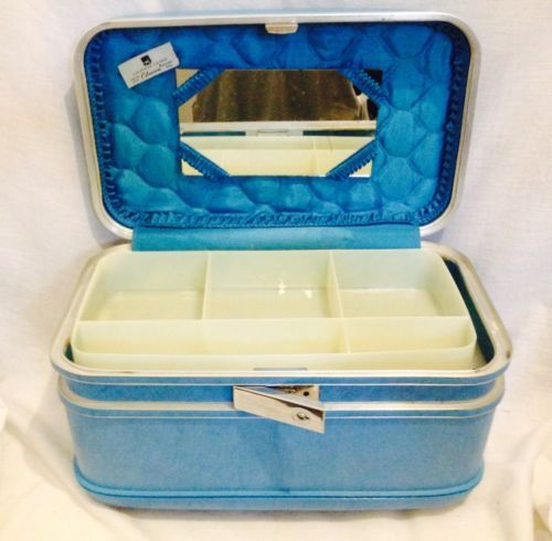AIRWAY-BLUE-RETRO-CARRY-ON-COSMETIC-TRAIN-LUGGAGE-CASE-W-CELANESE-QUILTED- LINING | Luggage case, Carry on, Tumi