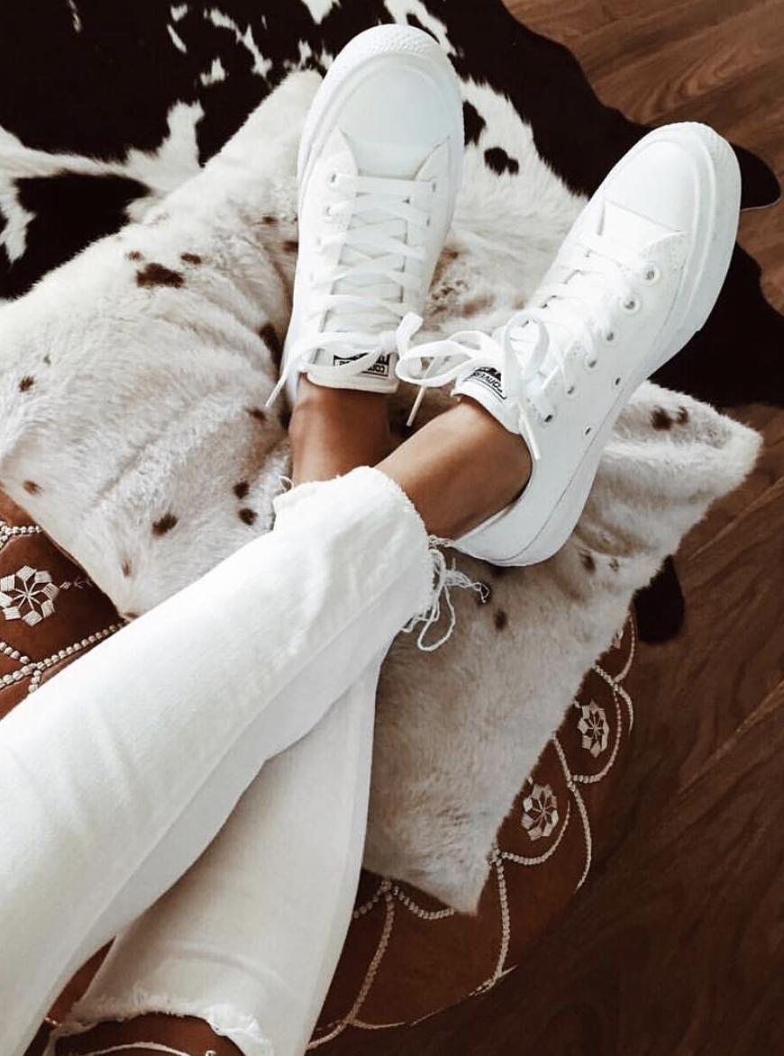 White converse --> Shoes Pinterest: @FlorrieMorrie00 Instagram: @flxxr__