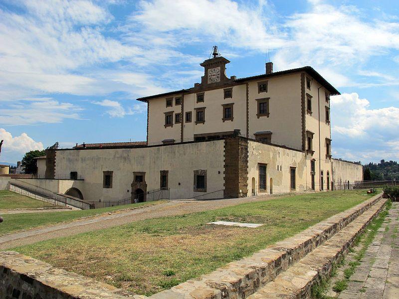 Firenze Forte Belvedere - La facciata. Fu realizzato tra il 1590 e il 1595 per volontà del granduca Ferdinando I de' Medici, figlio di Cosimo I   #TuscanyAgriturismoGiratola