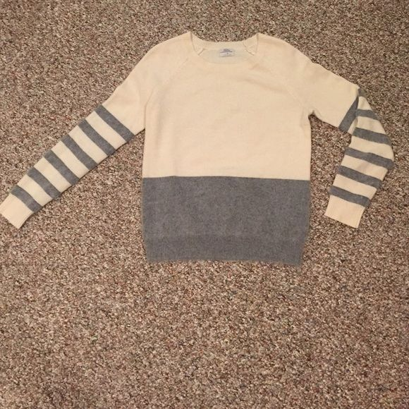 Madewell wool sweater striped Cream and Gray. Striped sleeves. 47% wool 28% nylon 25% rabbit hair ((NEW)) worn once. Madewell Sweaters