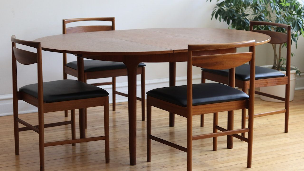 Mid Century Modern Teakwood Round Dining Table And Four Chairs Dining Set Made In Scotland By A H Mcintosh Round Teak Table Teak Chairs Oval Table Dining Teak