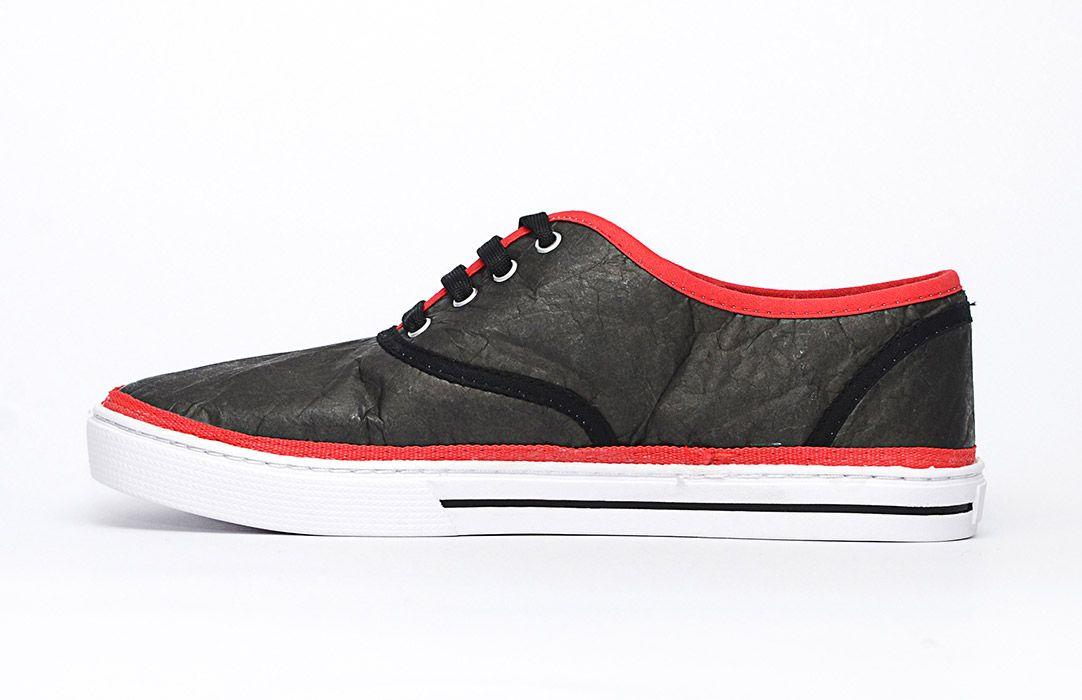 SOLE & SOUL Zapatillas de colores confeccionadas con impresión de Tyvek papel. http://charliechoices.com/sole-soul/