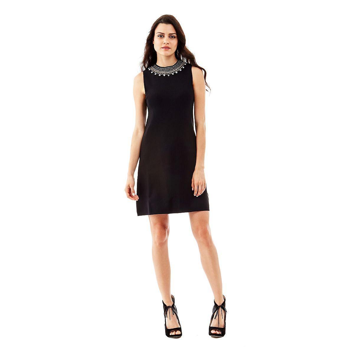 Kleid Bernarda A-line    Eine schlichte Optik ist der Schlüssel zum Bon-Chic-Look: Dieses Stretchkleid überzeugt mit Charme und Charakter. Am Ausschnitt glitzern Schmuckapplikationen, die zu einem stylishen Outfit inspirieren.    54% Viskose 45% Polyamid 1% Elastan.  Handwäsche.  Abgebildet ist Größe S, Gesamtlänge ca. 90 cm.  Fällt größengetreu aus....