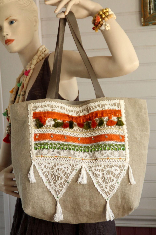 Sac style bohème hippie chic en lin brut , dentelle ancienne blanche, galon sequins orange, pompons, galon : Sacs à main par alcove-et-dentelle