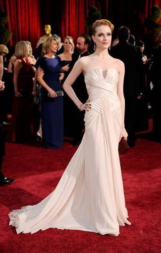 Yksityiskohdat ja pääntie  //Evan Rachel Wood's Elie Saab Gown Looks Like a Wedding Dress