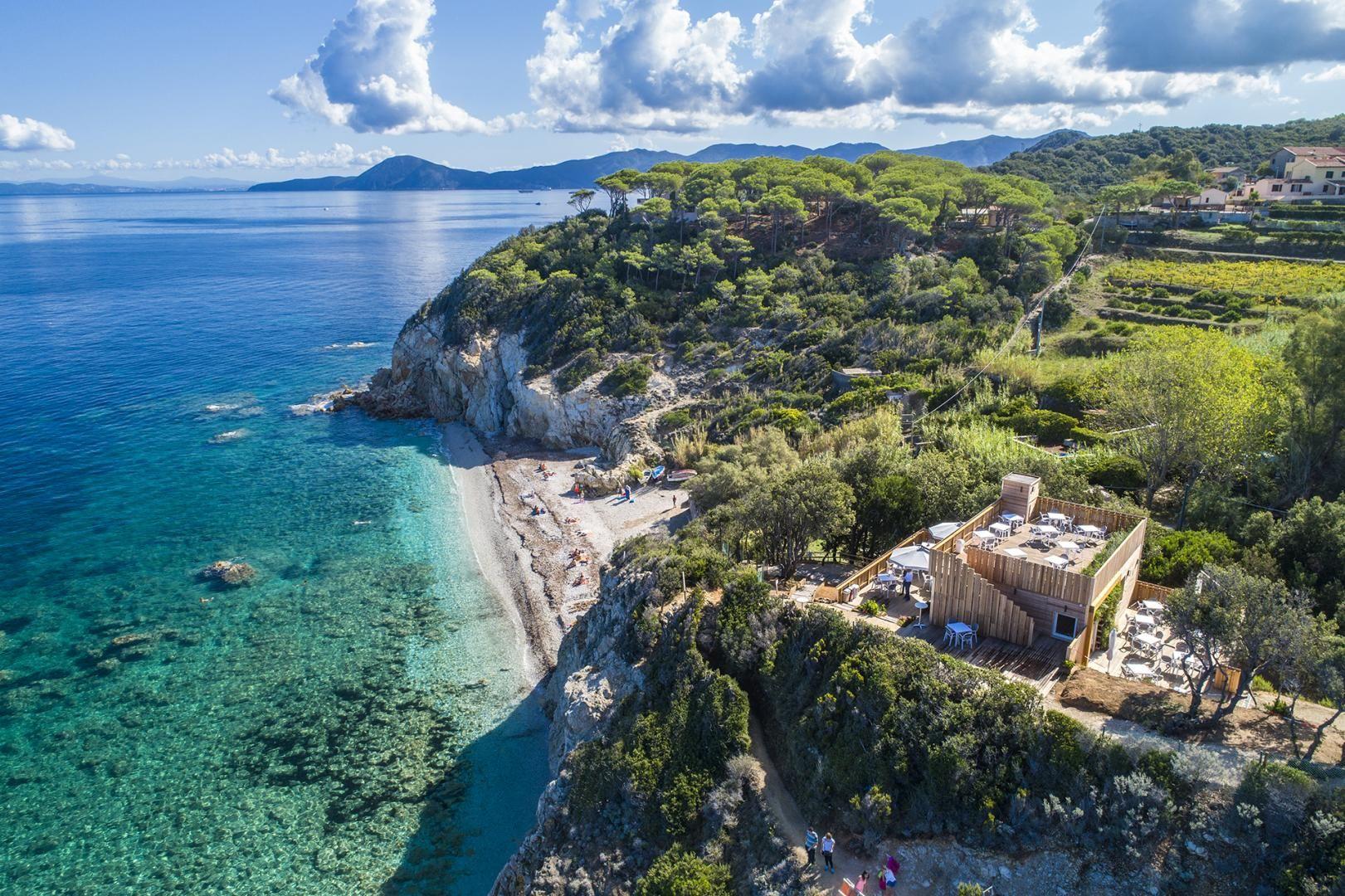 Ristorante sull'isola d'Elba. Pareti ventilate in Legno a