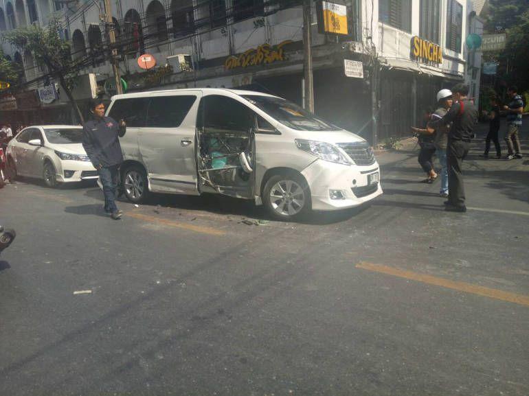 タイニュース 日本人の多いエカマイ トンローでトラックが暴走 日本人 タイ バンコク