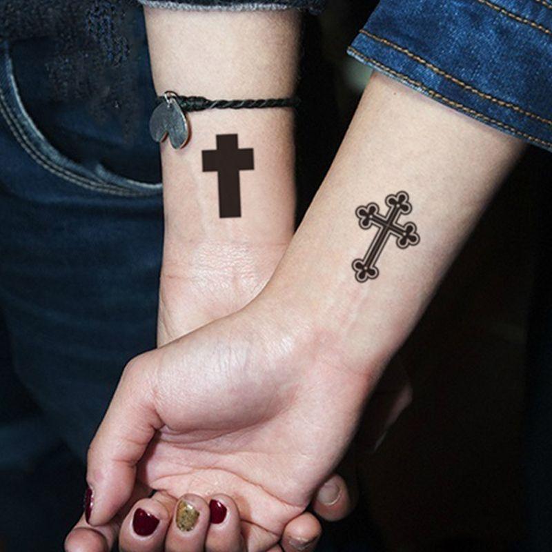 couple tatouage temporaire croix sur avant bras tatouages pinterest tattoos small cross. Black Bedroom Furniture Sets. Home Design Ideas