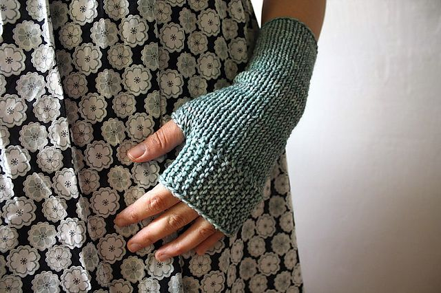 itty bitty mitts - simple, stunning pattern.  highly tempted to make a pink pair!