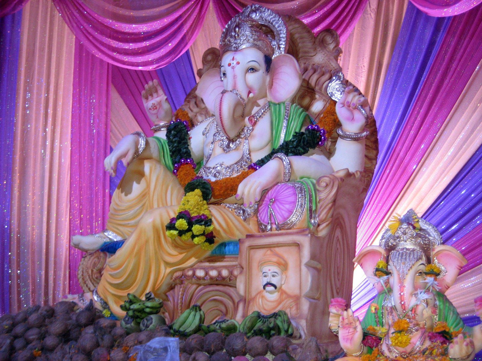 Large Ganesh On His Throne Jai Ganesh Pinterest