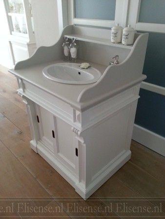 Landelijk badmeubel in brocante stijl met 2 ruimtesparende schuifdeuren en sierlijke afzetplank - Badkamermeubels oude stijl ...