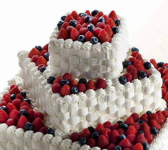 Pin By Amanda Haywood On Wedding Cakes Berry Cake Creative Cake Decorating Cake Decorating