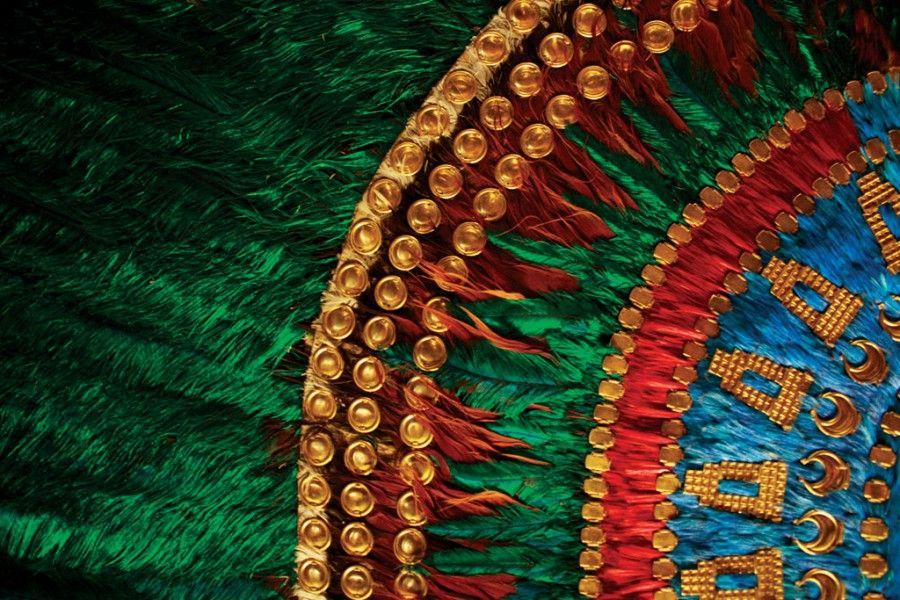 Detalle De Penacho De Moctezuma Google Search Arte Plumario Leyenda De Los Volcanes Mascaras Aztecas