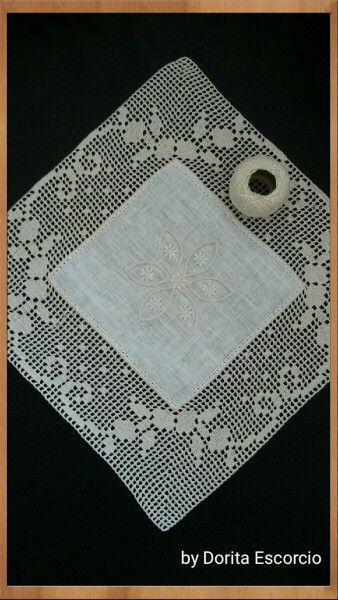 Quadrado em linho com crochet
