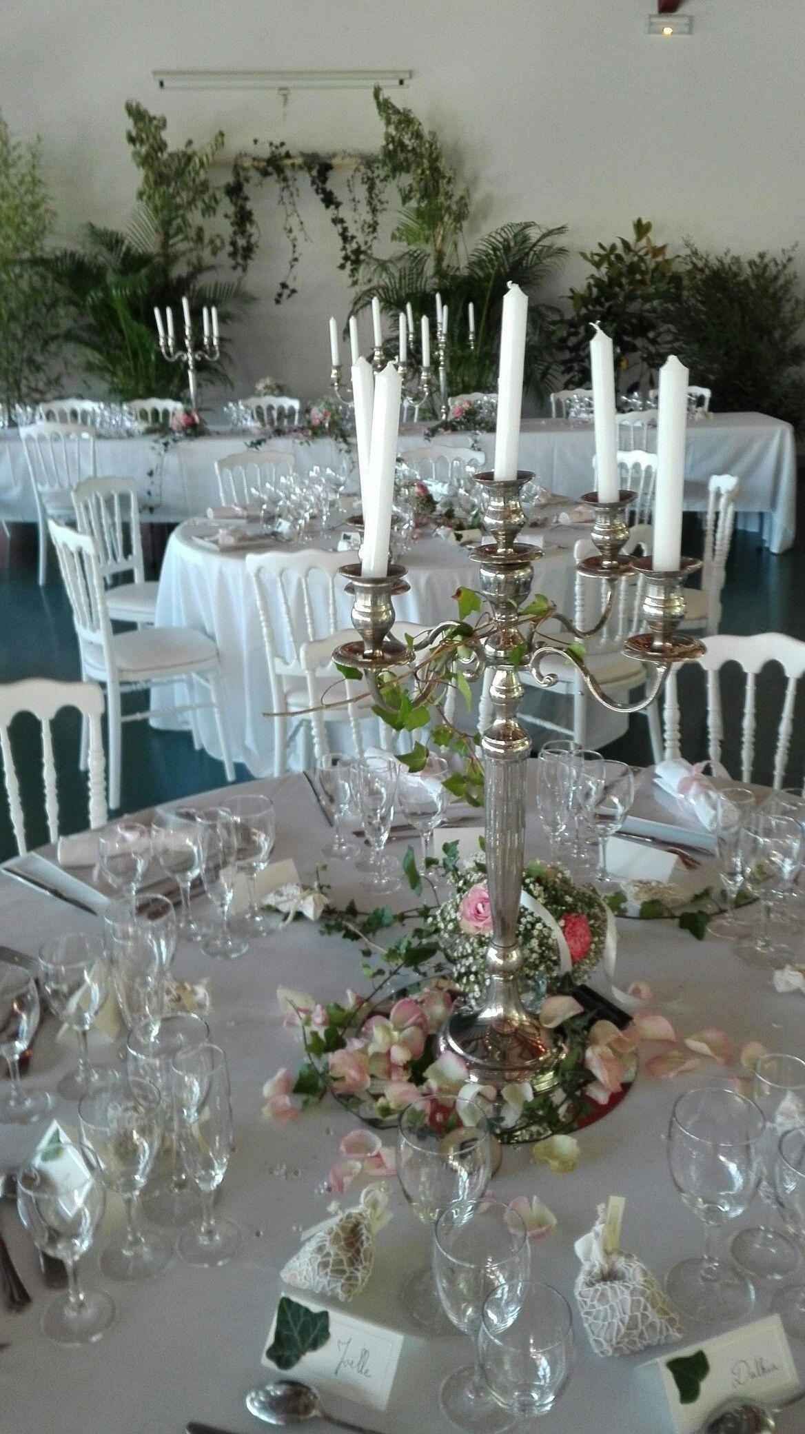 Centre de table chandelier lierre roses et gypsophile for Deco bocal poisson