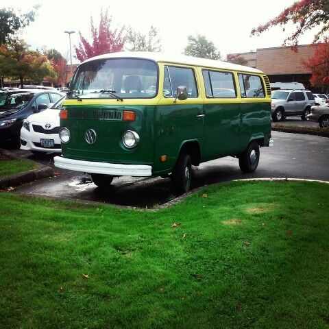 Pretty little VW Bus with University of Oregon colours. Spotted in