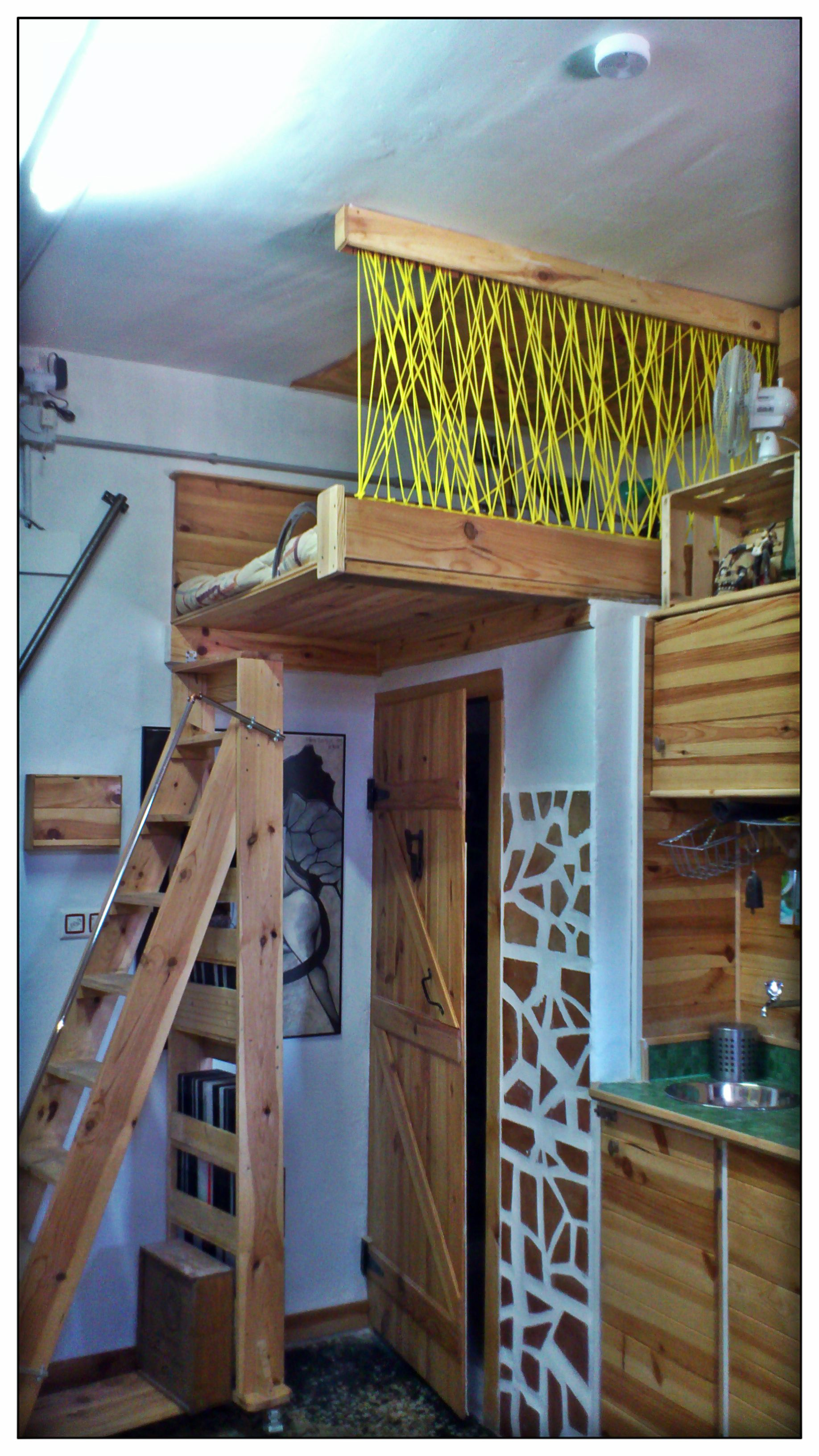 Cama en alto altillo de madera bed up my tiny home for Camas en alto juveniles