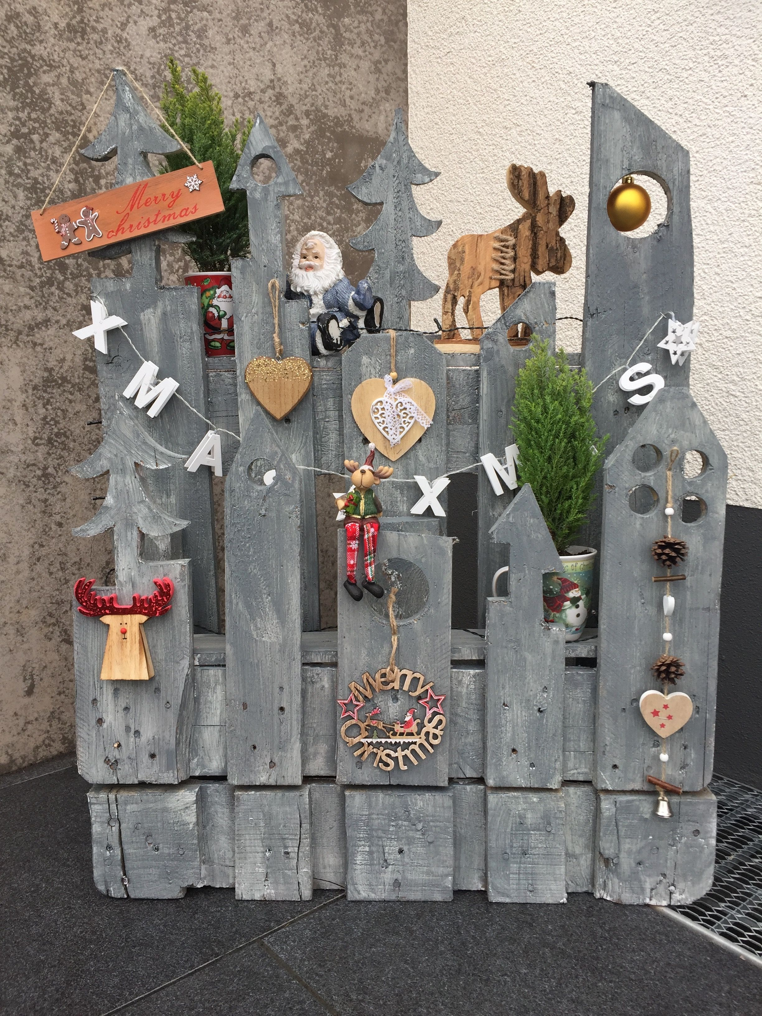 weihnachtsdeko aus alter palette paletten deko weihnachten paletten weihnachten und holz