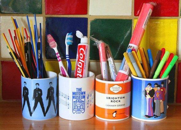 Outra ideia para usar canecas, como porta treco. Você pode guardar canetas, pincéis de maquiagem, talheres na cozinha e até escova de dentes. Dá para usar em todos os ambientes da casa!