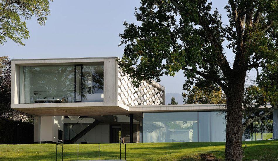 Façade originale pour maison contemporaine sur les rives du lac - facade de maison contemporaine