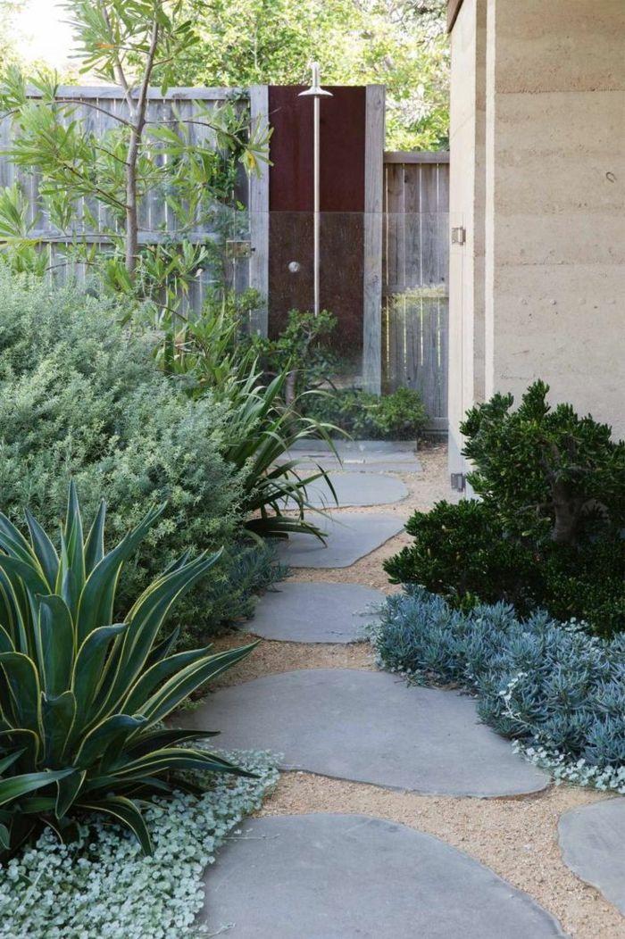 111 Gartenwege Gestalten Beispiele 7 Tolle Materialien Fur Den Boden Im Garten Gartenweg Gestalten Gartenweg Gartengestaltung