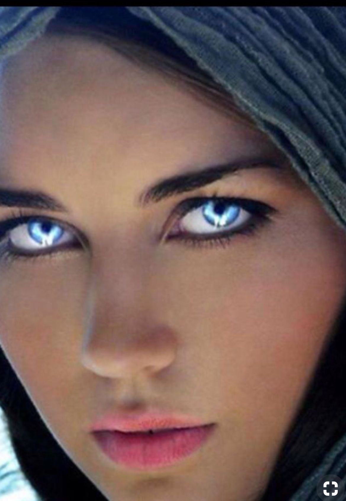 Woman with beautiful eyes idea and