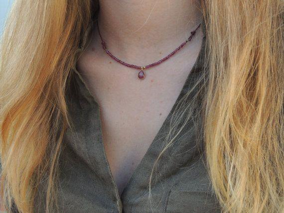 Garnet necklace with Rubí teardrop by Divuit on Etsy