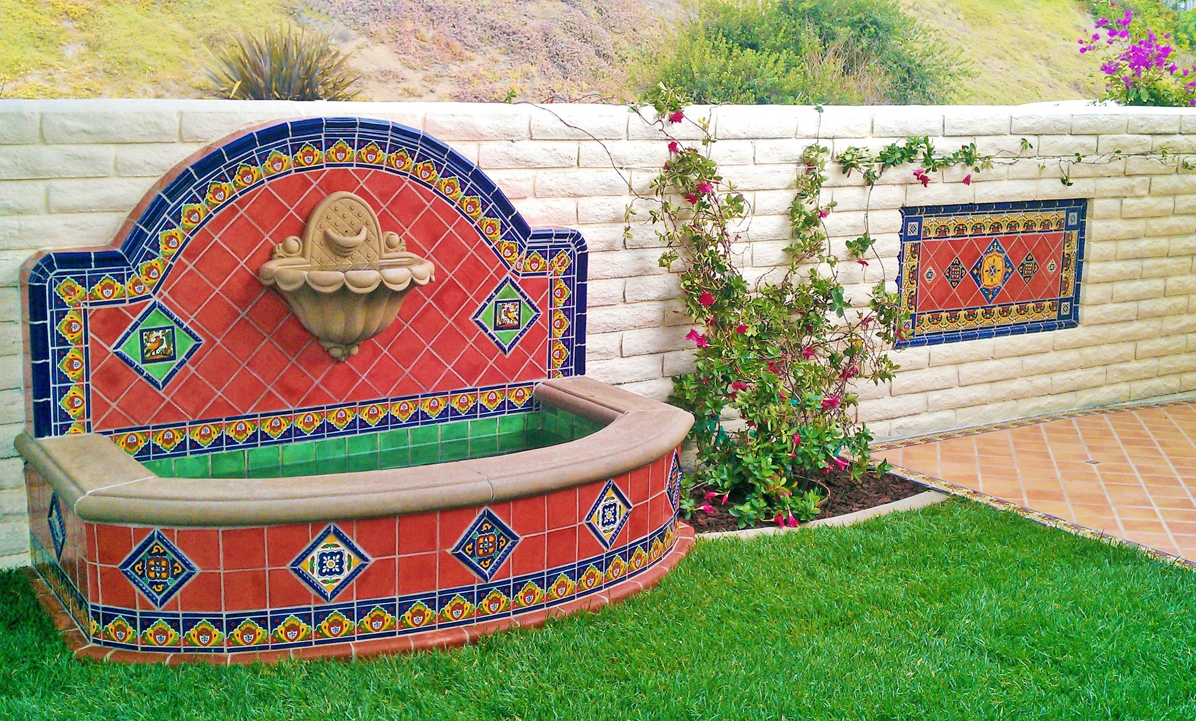 Wall fountain using mexican tile design by for Mexican style outdoor fountains