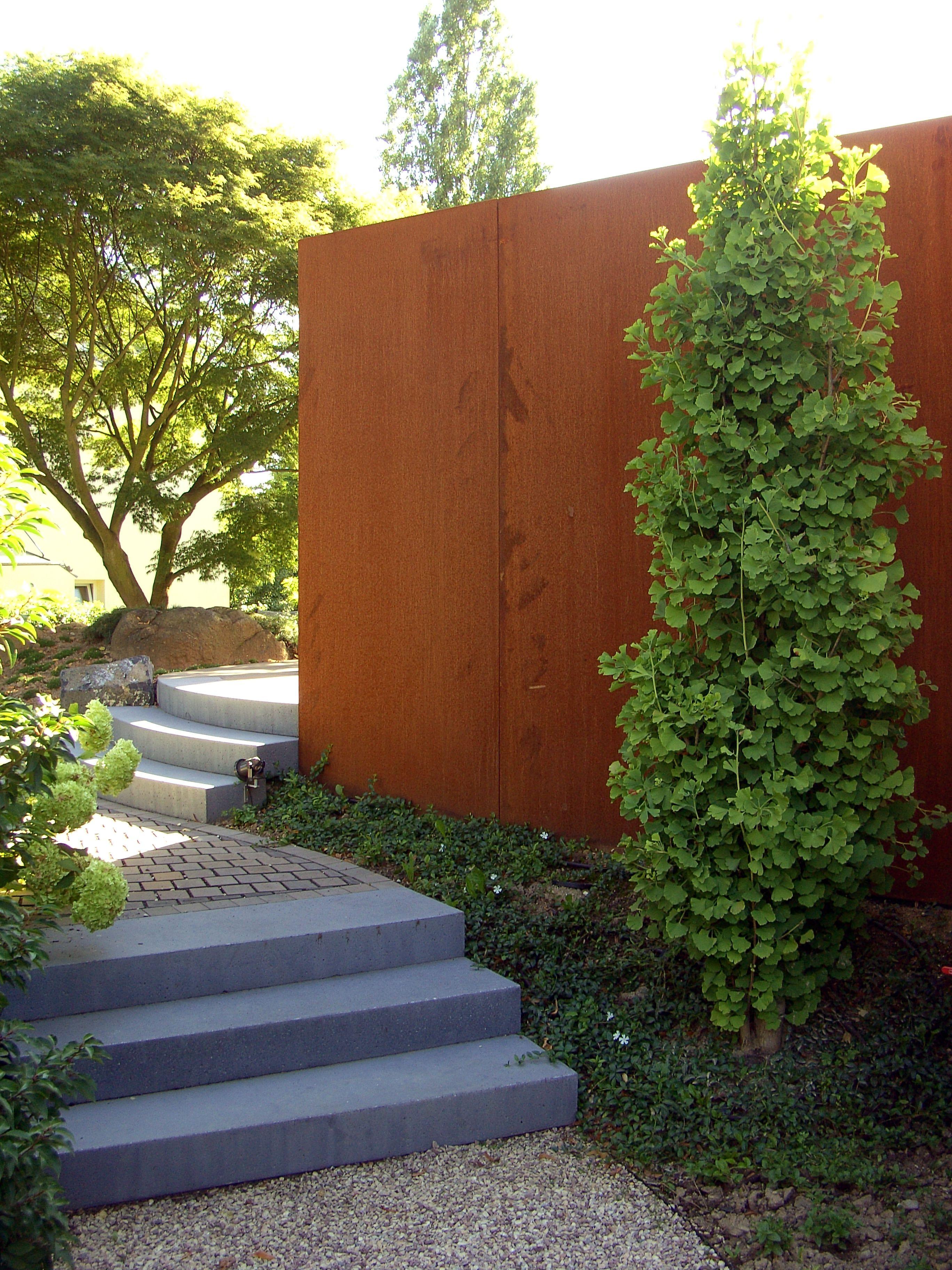 Cortenstahlwand als sichtschutz in wohngarten mit asiatischen elementen fertiggstellte - Garten asiatisch ...