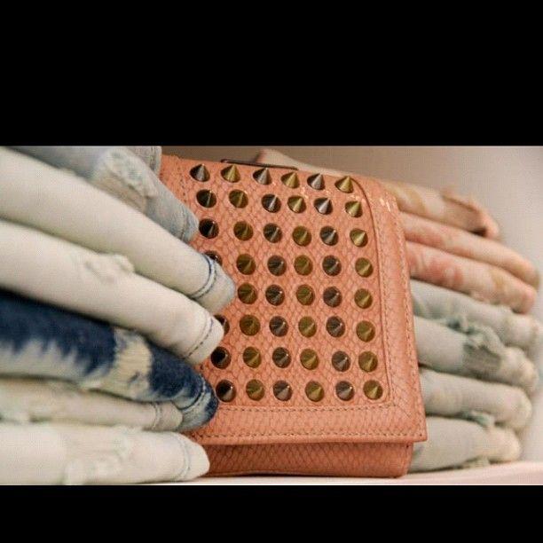 "@miyukiboutique's photo: ""Clutchs com spike, shorts jeans rasgados!!! #miyukiboutique #summer #looks #caos #iorane"""
