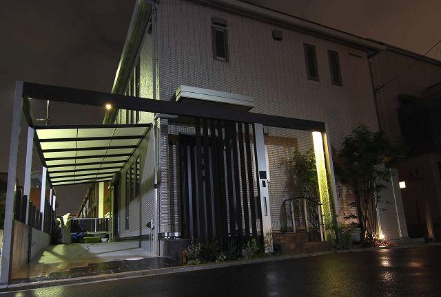 エントランスをスタイリッシュに演出。光で彩る夜の空間。 #lightingmeister #pinterest #gardenlighting #outdoorlighting #exterior #garden #light #house #home #entrance #stylish #glitter #エントランス #スタイリッシュ #光 #キラキラ #輝く #庭 #家 #照明 Instagram https://instagram.com/lightingmeister/ Facebook https://www.facebook.com/LightingMeister