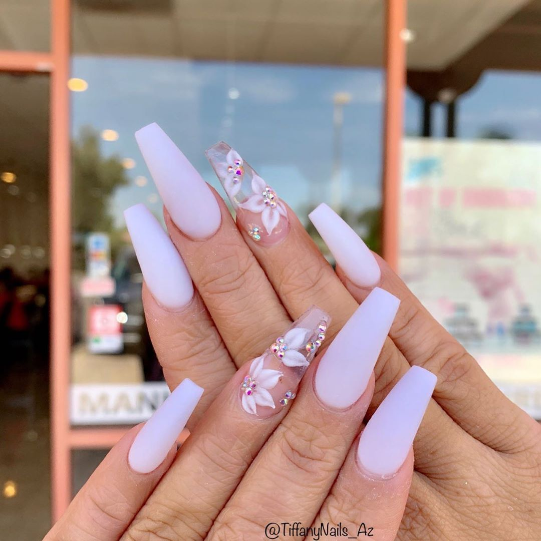 White With Simple Flower Nailart Mesanails Aznails Gilbertnails Nailsofinstagram Naildesigns Nailsonpoint Dream Nails Best Acrylic Nails Coffin Nails Designs