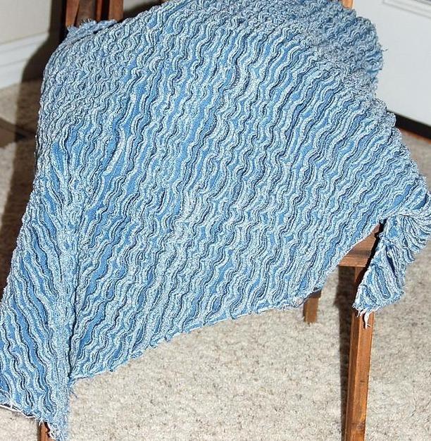 a717219cf09 Шьем и вяжем простые и оригинальные объемные коврики для дома из старых  джинсов