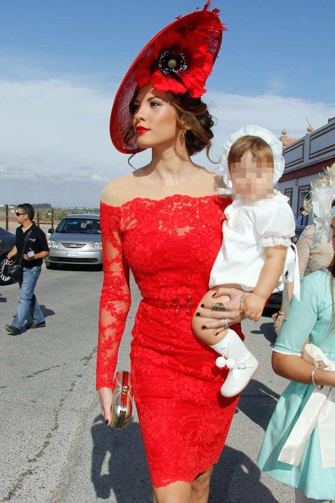 Jessica Bueno, de boda. La ex de Kiko Rivera viajó este fin de semana a Sevilla con su hijo para asistir a la boda de un familiar. No pudo acompañarle su novio Jota Peleteiro .