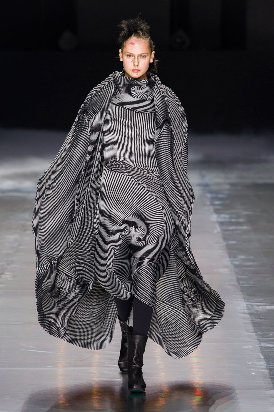 Fendi FallWinter 2015-2019 Collection – Milan Fashion Week