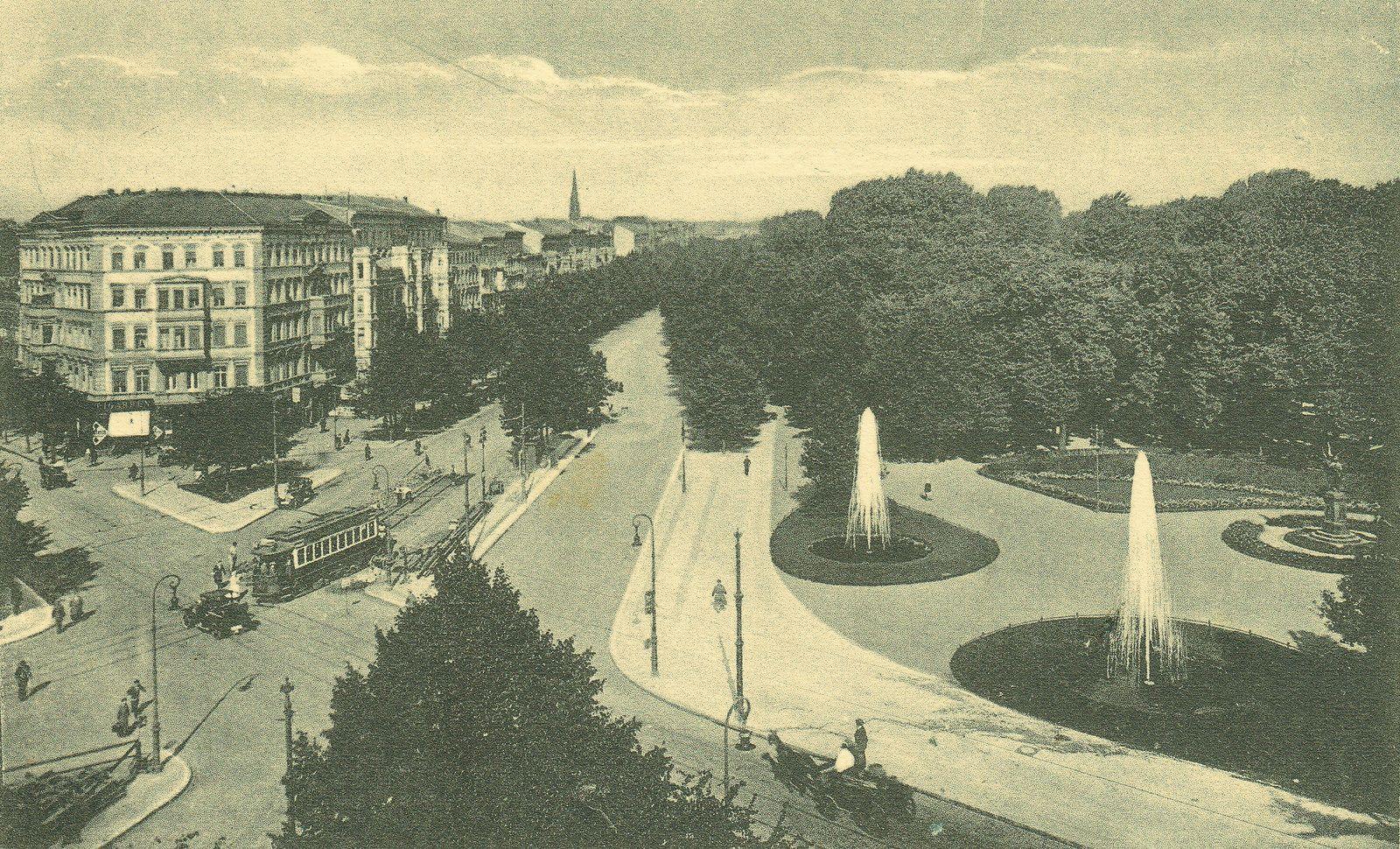 All sizes | Berlin-Friedrichshain, Landsberger Platz, 1930 | Flickr - Photo Sharing!